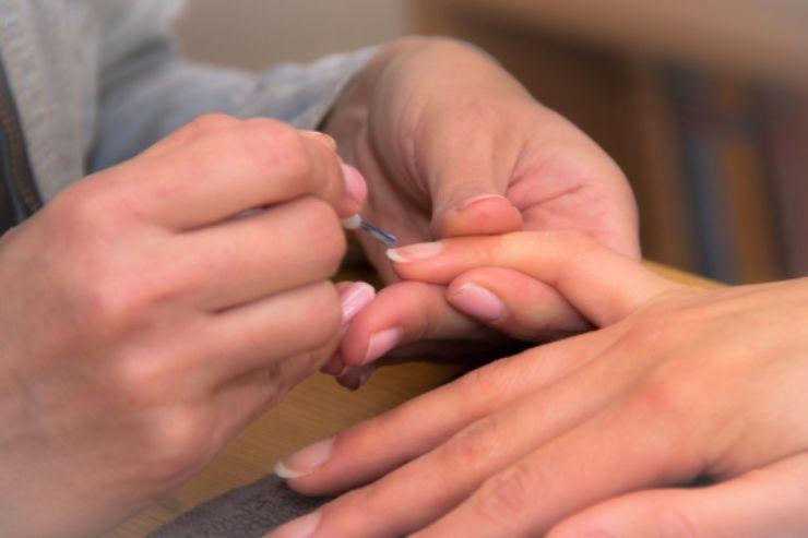 Come prendersi cura delle proprie mani in gravidanza: consigli utili