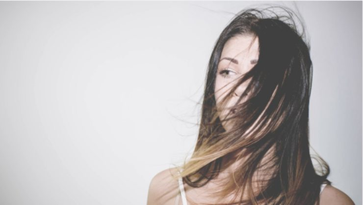 Come rinvigorire i capelli in modo naturale dopo la gravidanza