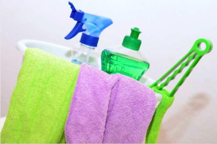 Come creare uno sgrassatore naturale e casalingo