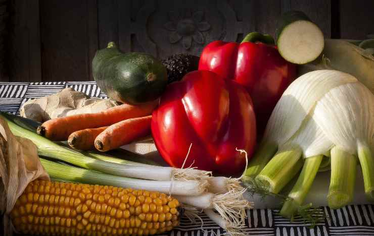 alimenti gonfiore stomaco