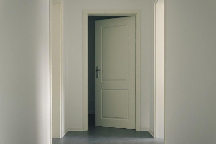 Rimuovi così le macchie dalle porte