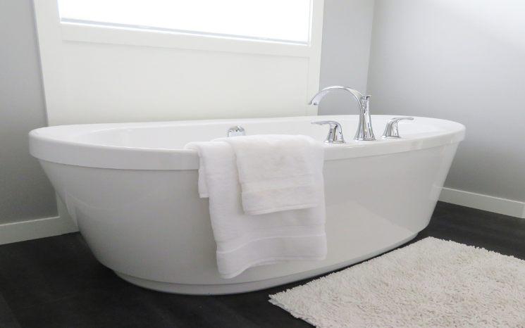 vasca da bagno ingiallita