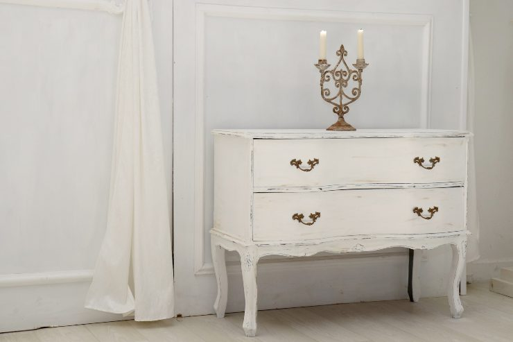 come pulire mobili bianchi