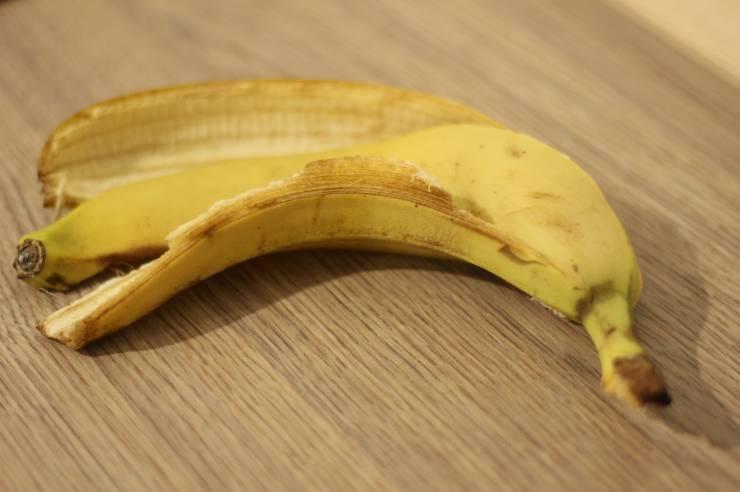 non gettare bucce banana