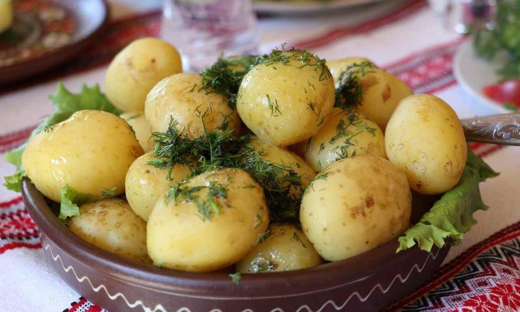 patate piselli insalata
