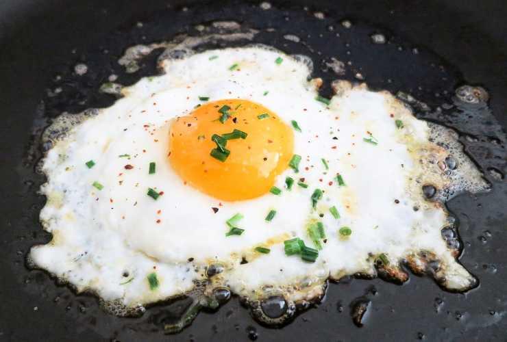 uova fritte trucchetto