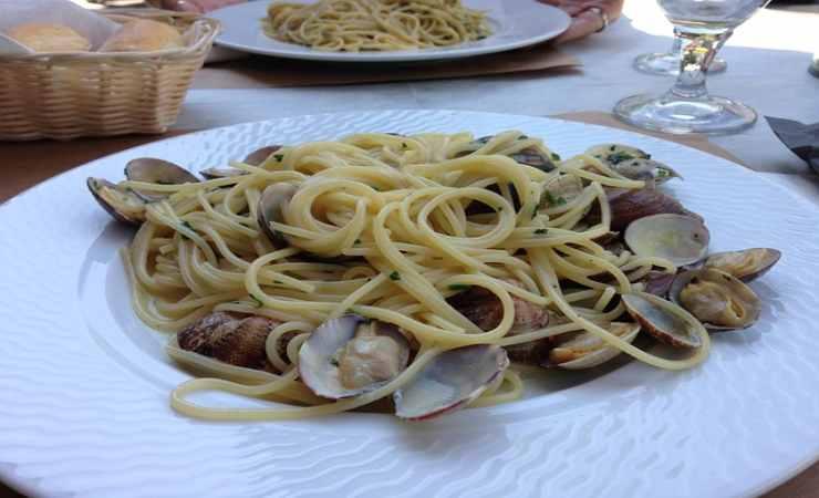 primo piatto spaghetti vongole