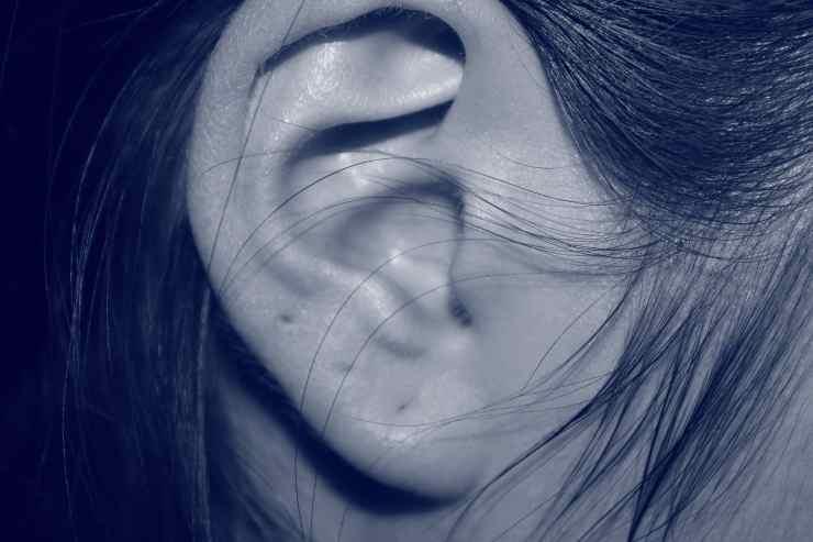 acqua nelle orecchie